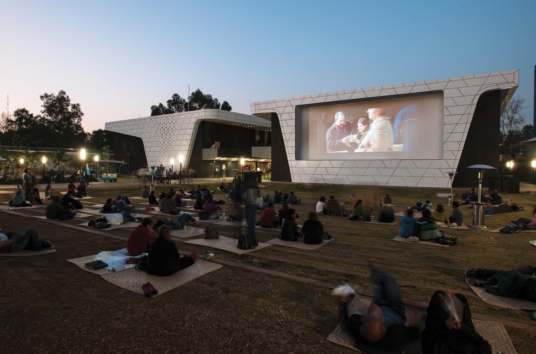 El diseño de la Cineteca Nacional de México estuvo a cargo de Rojkind Arquitectos